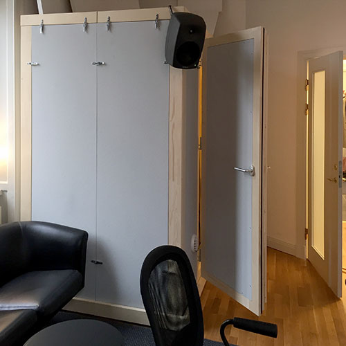 Mobile soundproofed acoustic pod STUDIOBOX for office and home